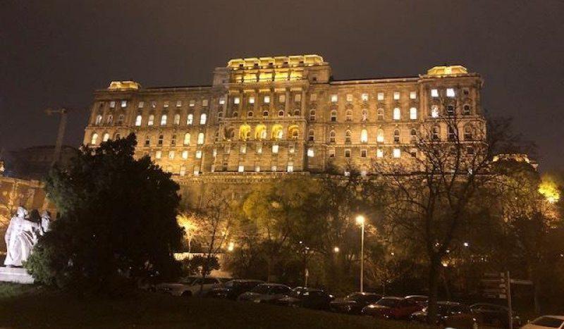 Eladó Lakás - Budapest I. kerület  Attila út