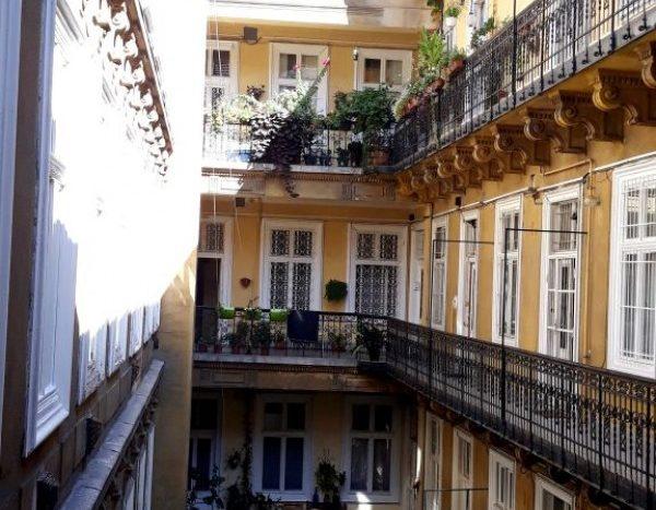 Eladó Lakás - Budapest VI. kerület Terézváros - Nagykörúton belül Nagymező utca