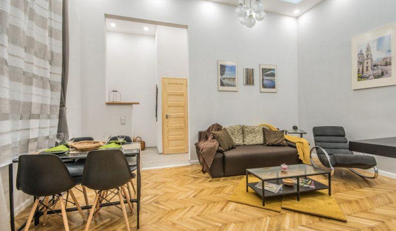 Eladó Lakás - Budapest V. kerület  Semmelweis u